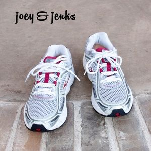 Brooks Dyad 6 Gray & Maroon Running Shoes 10.5